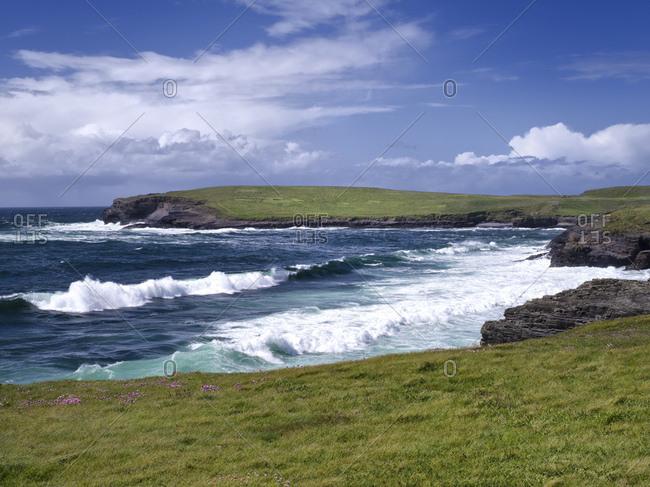 Ireland, county clare, coast at the loop peninsula, breakers