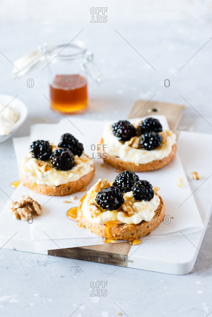 Toast with cheese, fresh blackberries, walnuts and honey