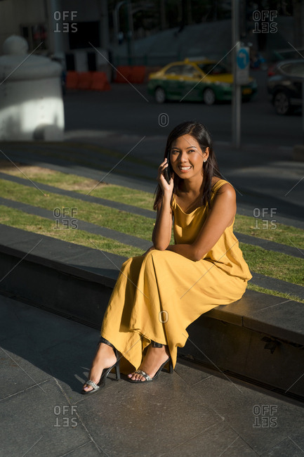 Portrait of smiling woman on the phone in the city