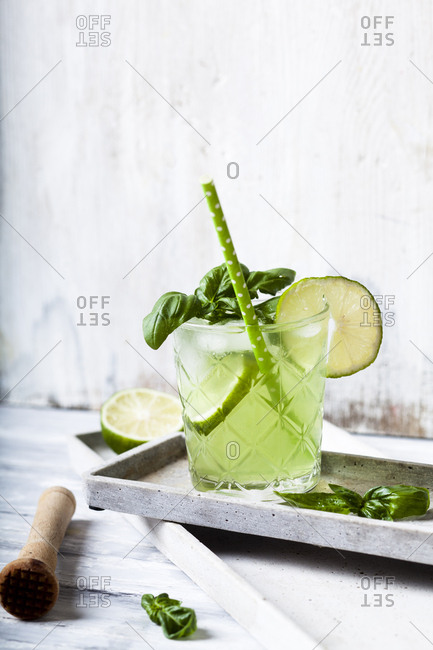 Gin basil smash with lime