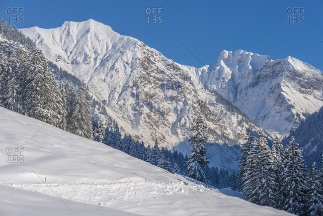Oytal in winter, behind it Schochen (mountain), 2100 m, Schneck (mountain), 2268 m, Himmelhorn (mountain), 2113 m, and Grosser Wilder (mountain), 2379 m, close Oberstdorf, Oberallgau, Bavaria, Germany, Europe