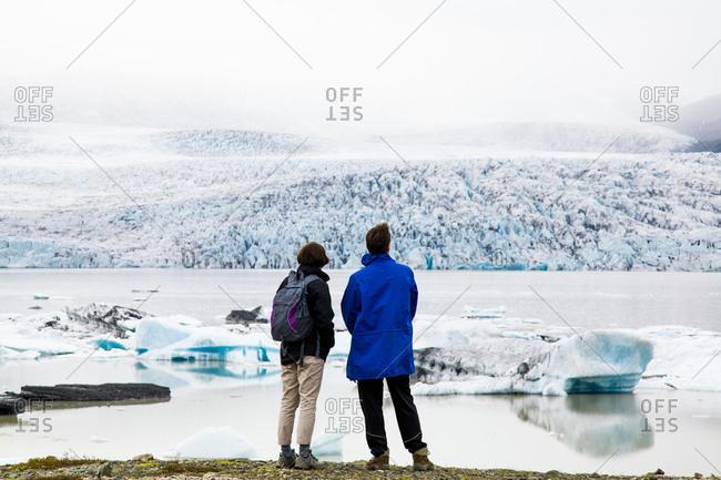 Travelers admire the Jokulsarlon Glacier Lagoon