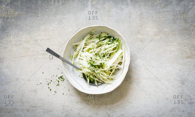 Crispy salad with cauliflower and melon