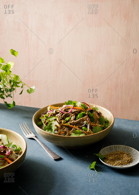 Salad with meat and sesame seeds