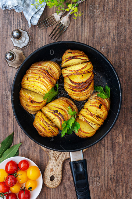 Thinly slice potatoes in a frying pan