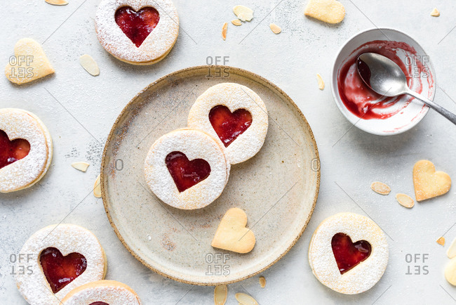 Linzer cookies with raspberry jam from above