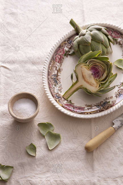 Preparing to cook artichoke - Offset