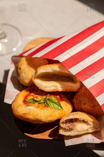 Neapolitan cuoppo dish in striped paper