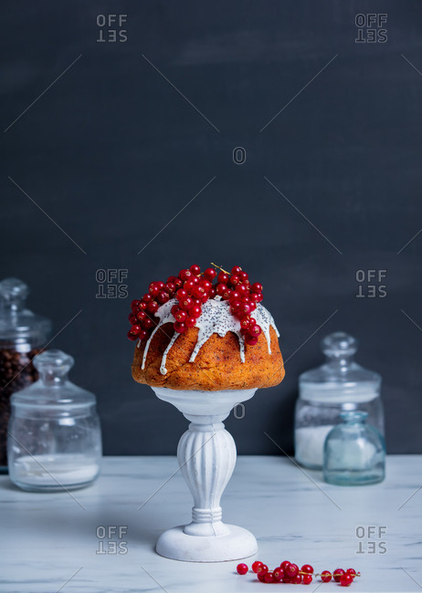 Cake with poppy seed cream and red currant