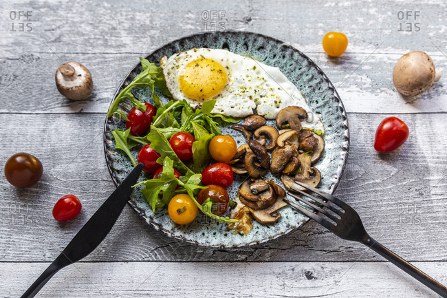 Low carb breakfast with fried egg- mushrooms- rocket and tomatoes