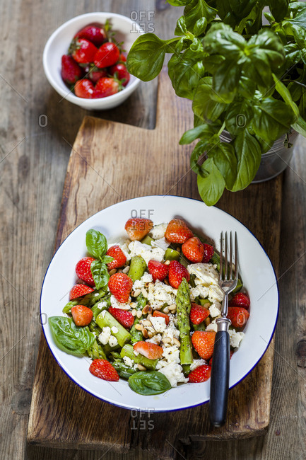 Green mixed salad with green asparagus