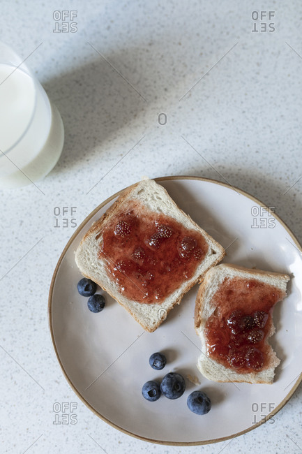 Toast with jam on the kitchen table.