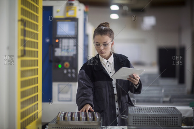 Industrial plant engineer female - Offset