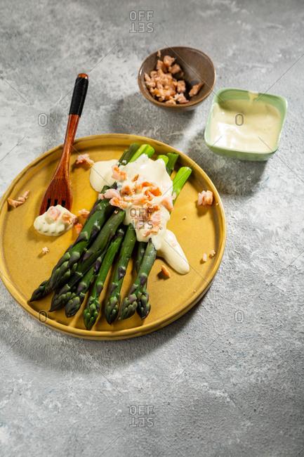 Tasty asparagus with tuna and sauce