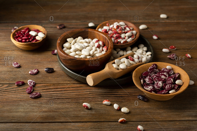 White and red beans in wooden bowls