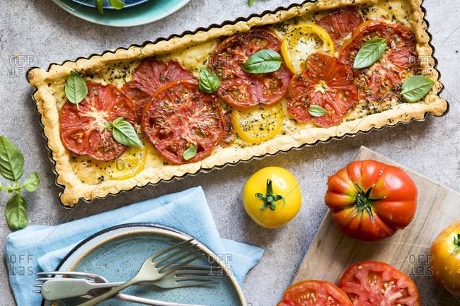 Overhead view of tomato tart
