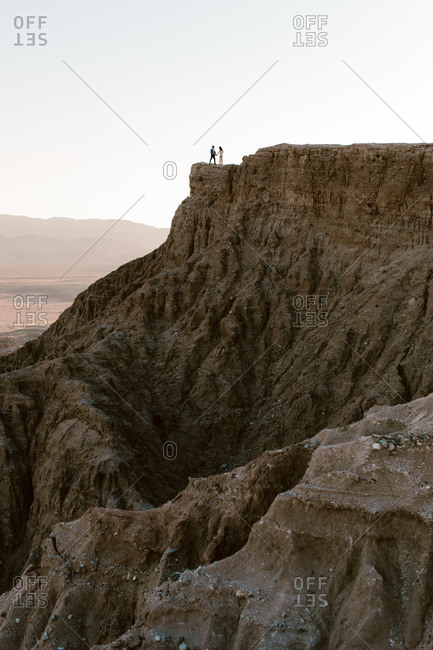 Couple holding hands while standing on Fonts Point overlook in the desert