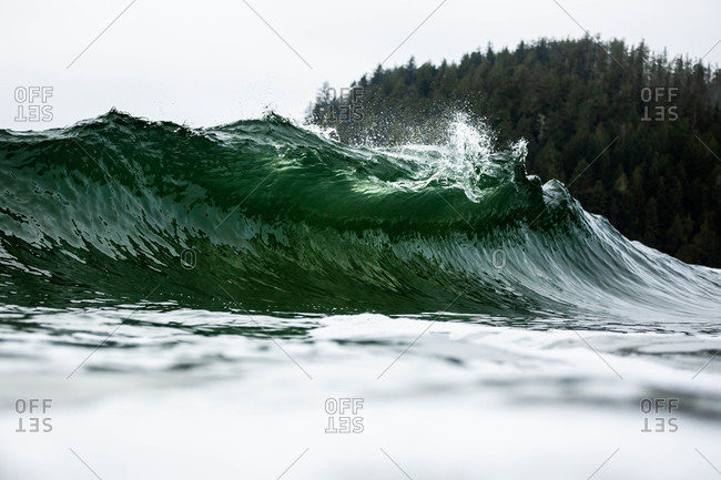 Splashing waves on the coast of Tofino