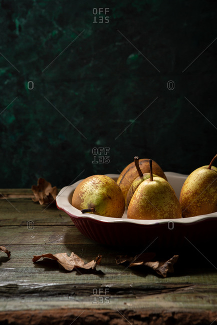 Fresh pears in red pie dish