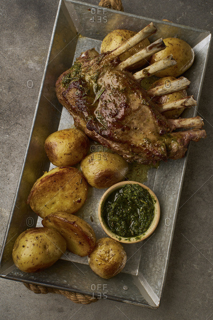 Roasted rack of lamb with spicy rosemary sauce and potatoes