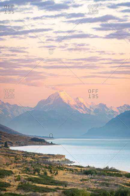 Mount Cook viewed from Lake Pukaki viewing point at sunrise, Mount Cook National Park, Mackenzie District, Canterbury, South Island, New Zealand