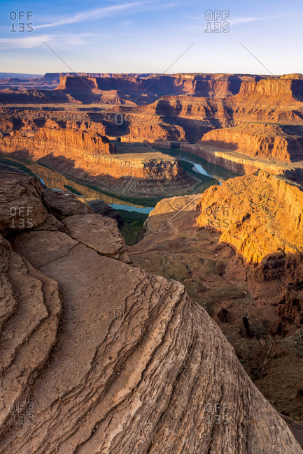 Bend of Colorado river at sunrise at Dead Horse Point, Dead Horse Point State Park, Utah, USA