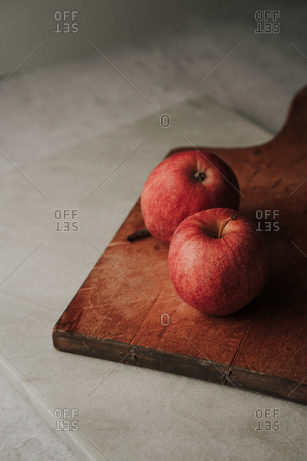 Freshly washed apples on a wooden cutting board