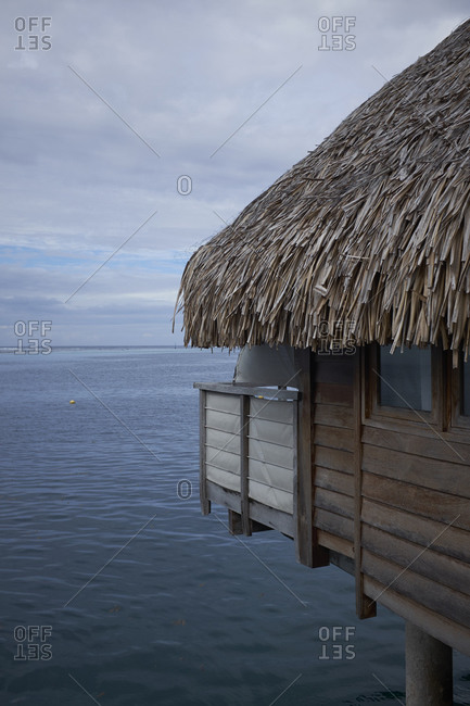 Thatched roof bungalow on the Pacific coast of Mo'orea