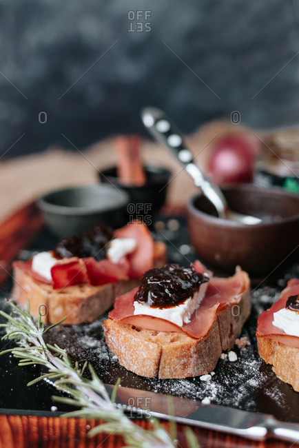 Baguette bread with prosciutto and chutney