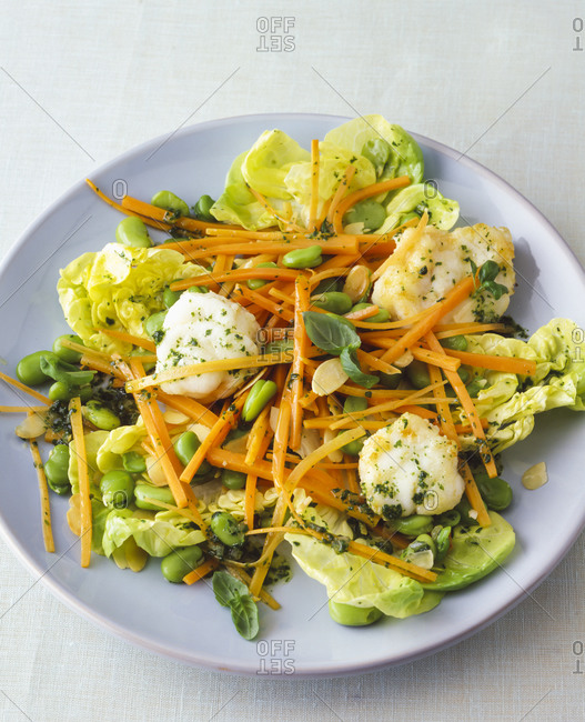 Lettuce with cauliflower- carrots and green beans