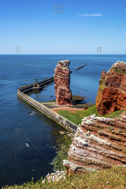 Germany- Schleswig-Holstein- Helgoland- Lange Anna rock formation with clear line of horizon over North Sea in background