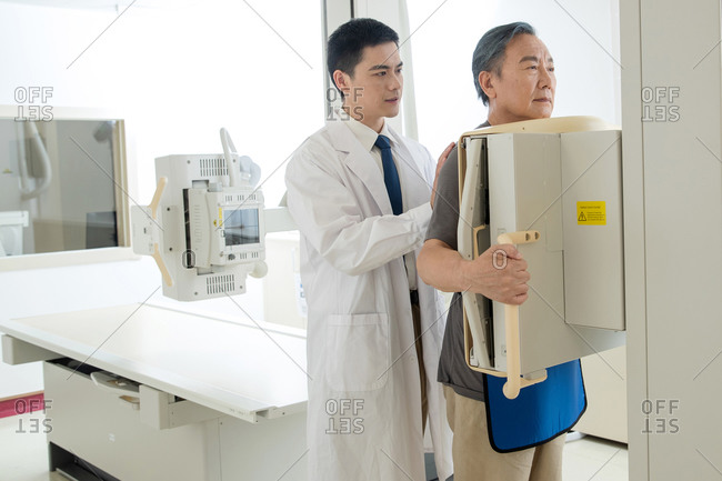 Doctors give patients do x-ray examination