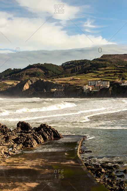 Rough waves crashing on pier during tide