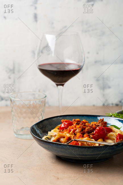 Pasta with minced meat and tomatoes and wine