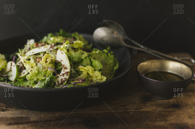 Salad with green apple, red onion and quinoa