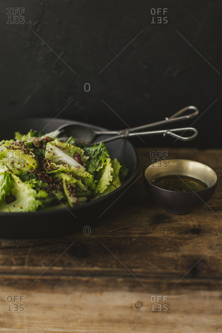 Close up of a salad with green apple, red onion and quinoa