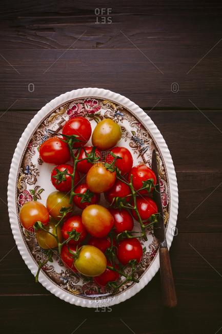 Platter of fresh tomatoes on the vine