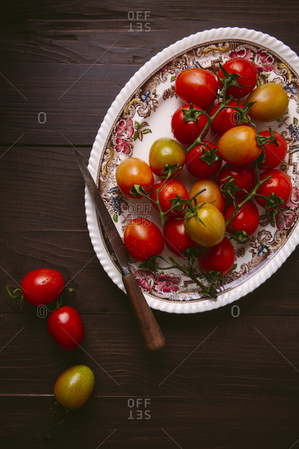Platter of fresh tomatoes on the vine from above