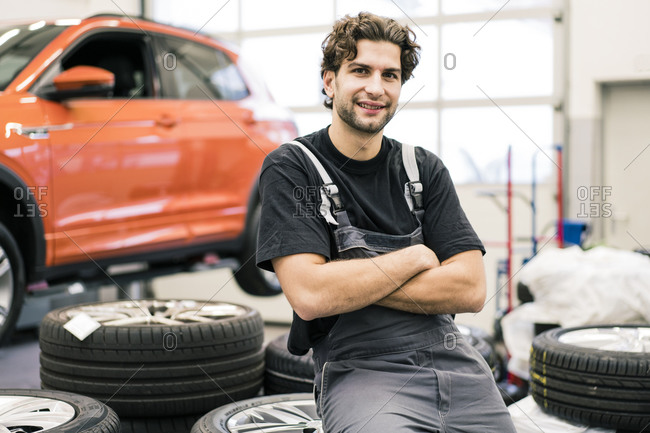 Portrait of a smiling car mechanic in a workshop
