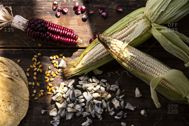 Overview of Mexican corn and huitlacoche, with wooden table