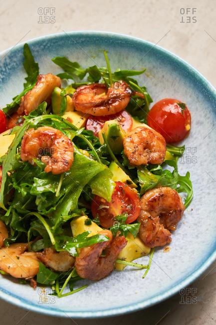 Fresh vitamin salad with rocket and tomatoes