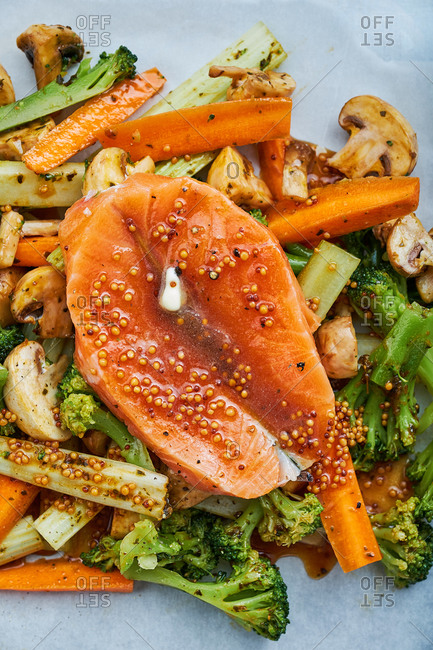 Raw fish with fresh vegetables and sauce