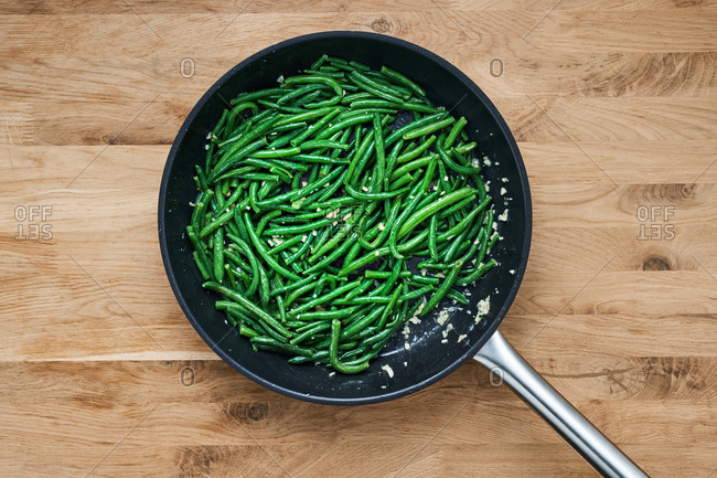 Fresh green beans in a skillet