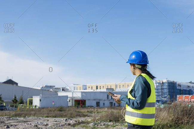 Woman at construction site - Offset