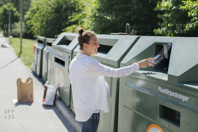 Pregnant woman recycling plastic - Offset