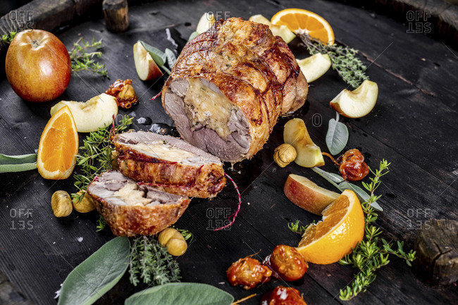 Austria- Roasted goose with sliced apples- oranges and herbs