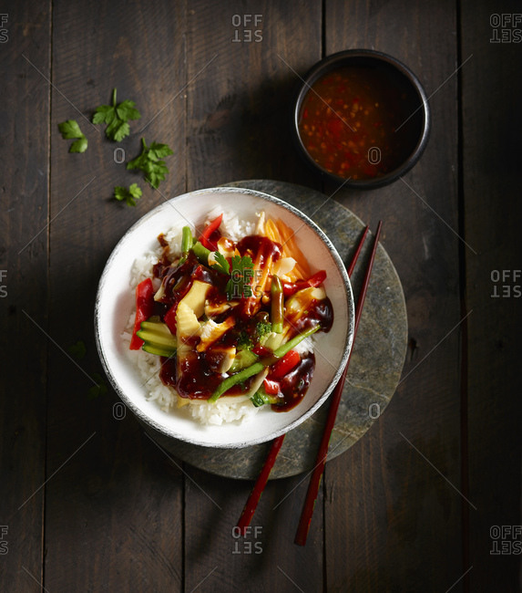 Bowl of Chinese rice with chicken meat and various vegetables
