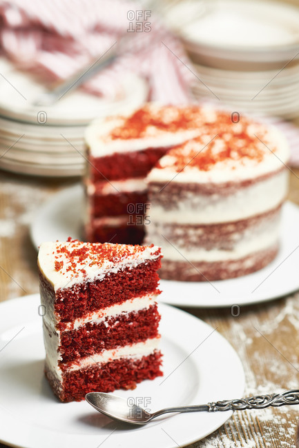 Multi layer cake red velvet cut a piece of cake on a plate