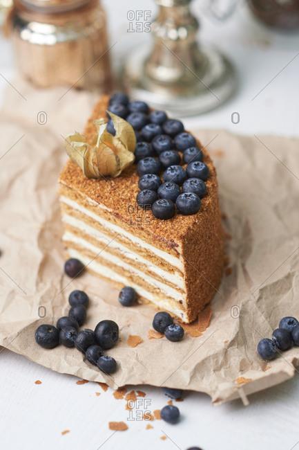Delicious sponge cake with cream and fresh blackberries
