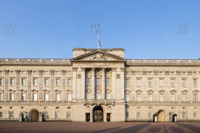 The facade of Buckingham Palace, the official residence of the Queen in Central London, England, United Kingdom, Europe